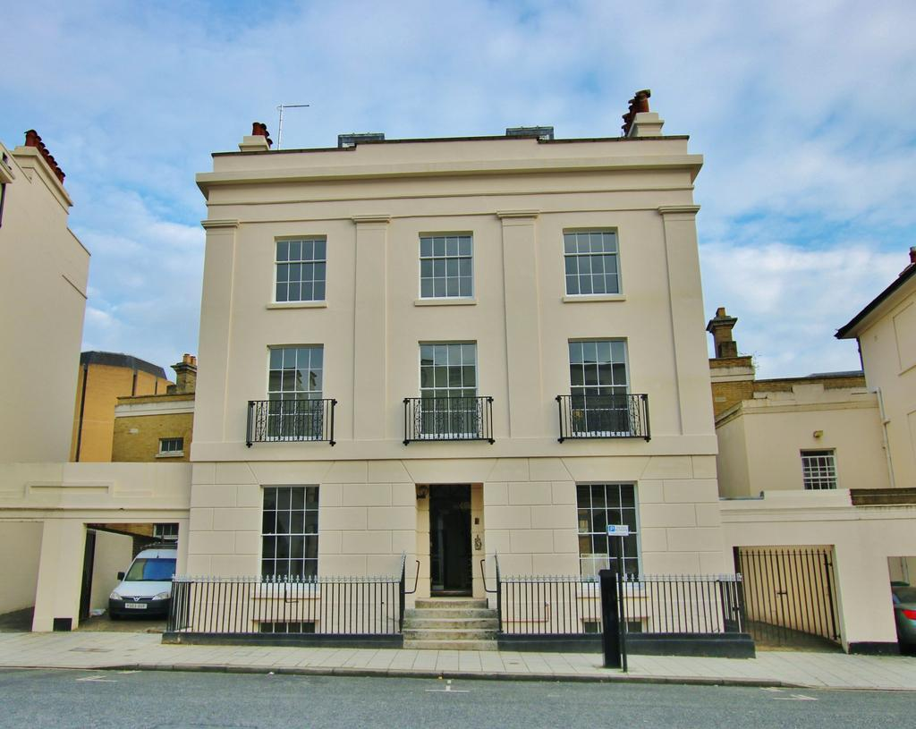 3 Bedrooms Apartment Flat for sale in Carlton Crescent, Southampton