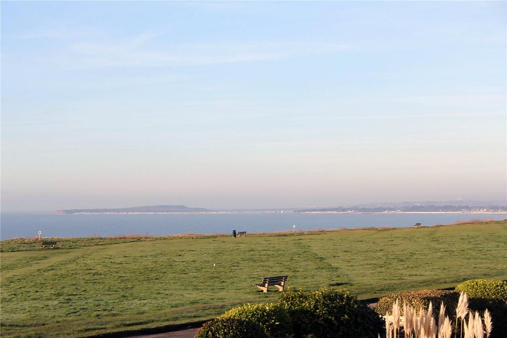 2 Bedrooms Flat for sale in Harbour Court, Sea Road, Barton On Sea, Hampshire, BH25