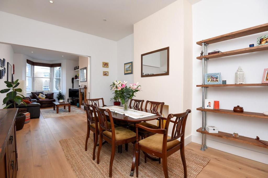 2 Bedrooms Flat for sale in Stanford Road, Friern Barnet, N11