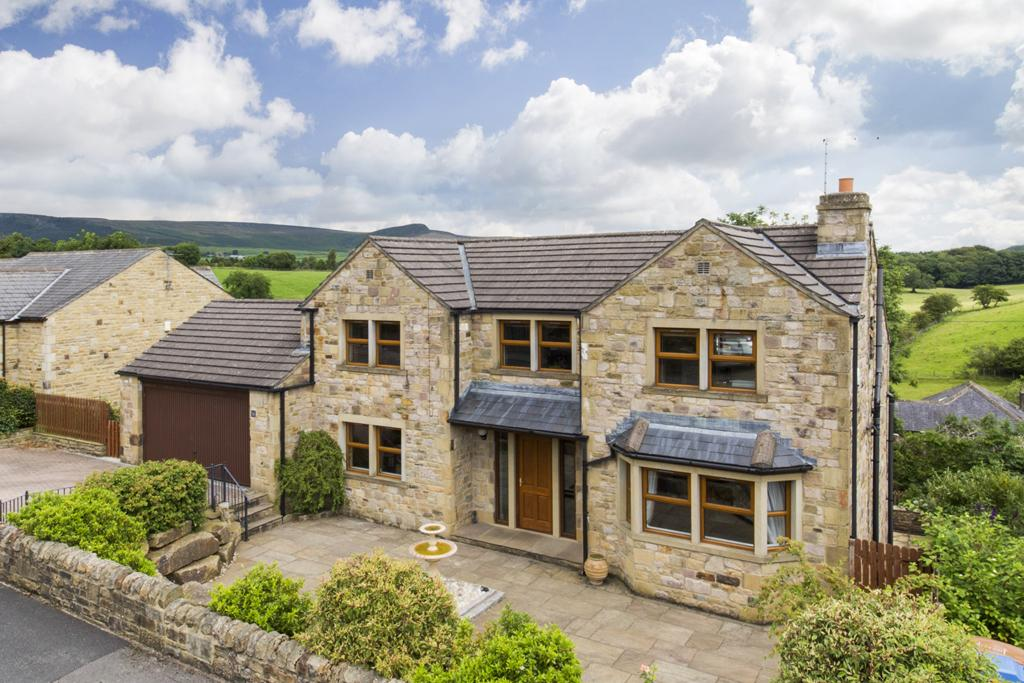 5 Bedrooms Detached House for sale in 16 Tarn Moor Crescent, Skipton,