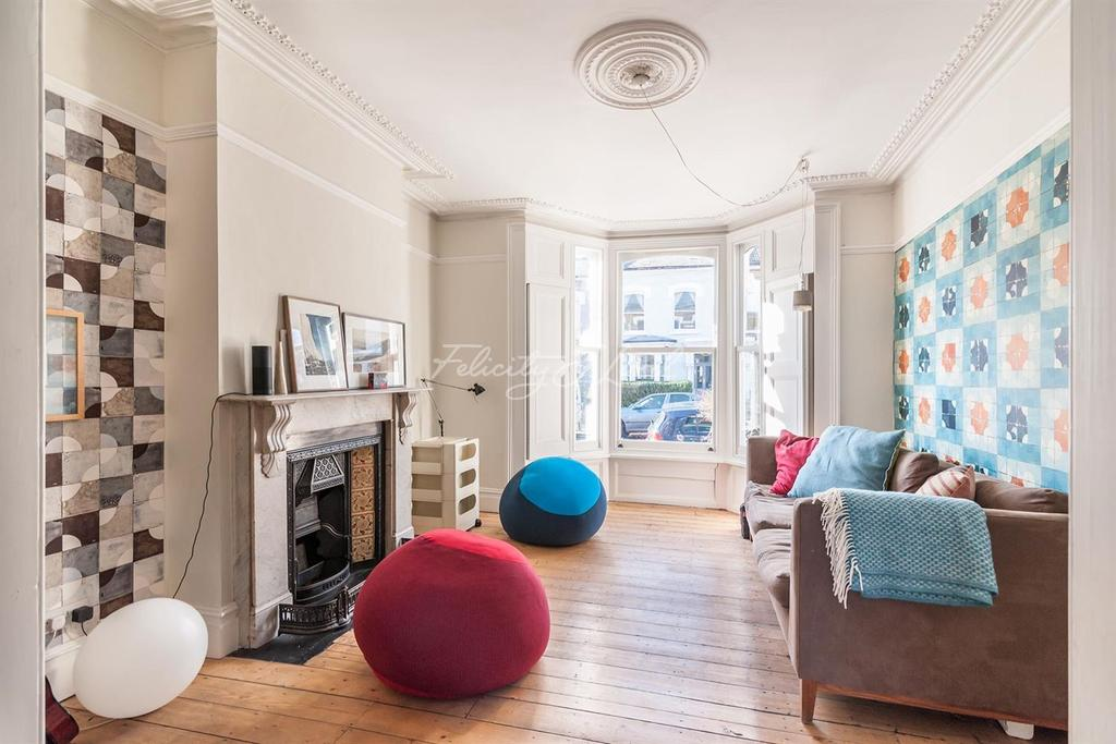 4 Bedrooms Terraced House for sale in Chesholm Road, N16