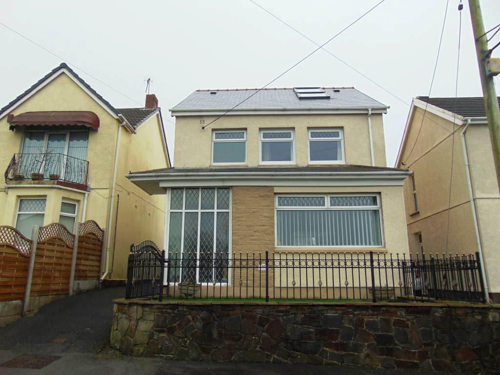 4 Bedrooms Detached House for sale in Trallwm Road, Llanelli