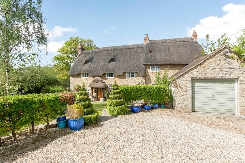 4 Bedrooms Cottage House for sale in North Street, Middle Barton, Chipping Norton
