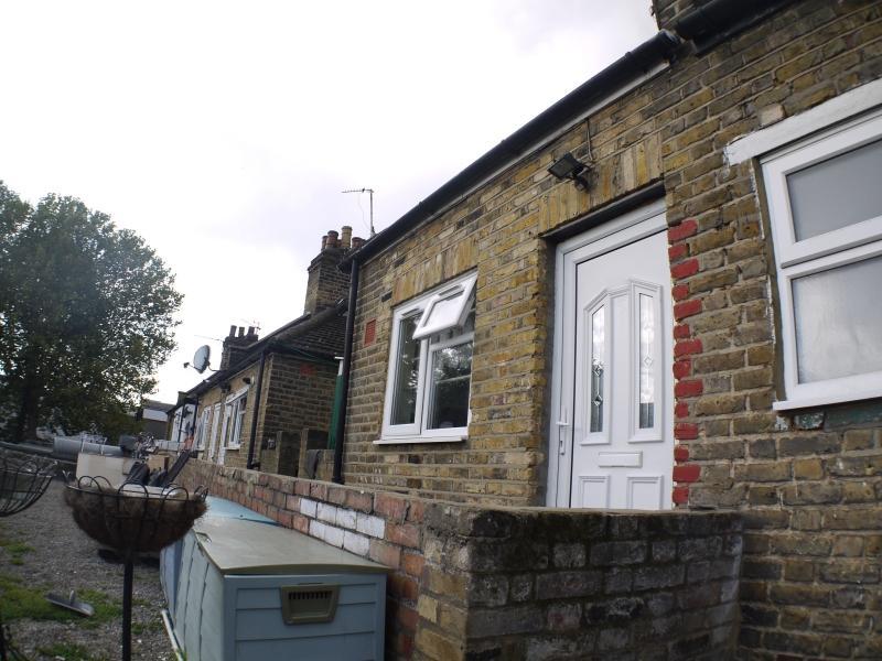 3 Bedrooms Maisonette Flat for sale in Gloucester Mews, London, Greater London. E10