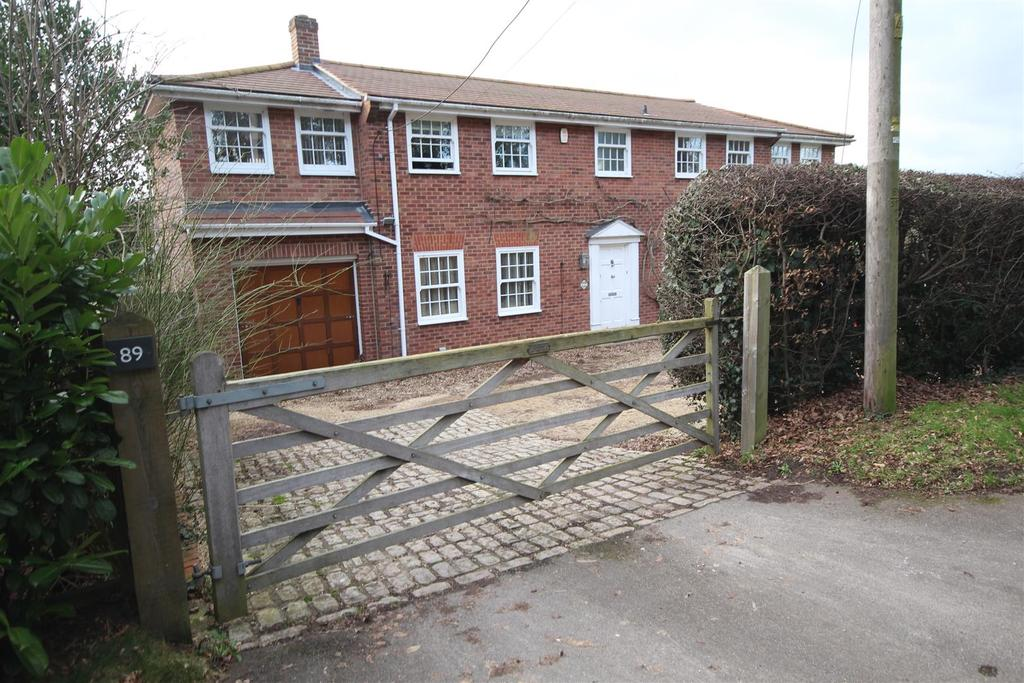4 Bedrooms Detached House for sale in New Road, Reading
