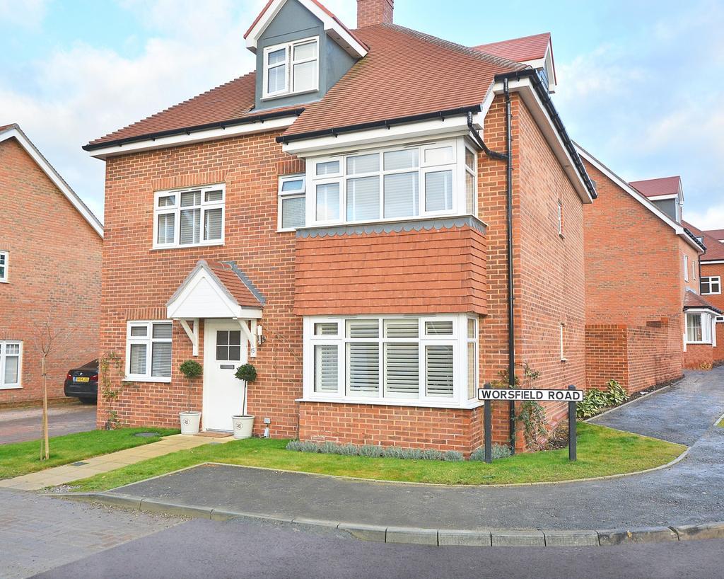 5 Bedrooms Detached House for sale in Worsfield Road, Broadbridge Heath, Horsham, West Sussex, RH12