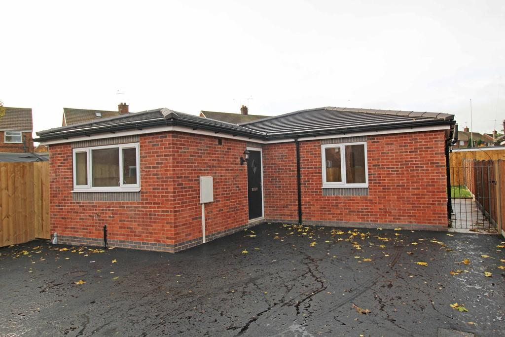 2 Bedrooms Detached Bungalow for sale in Gilbert Avenue, Tuxford, Newark