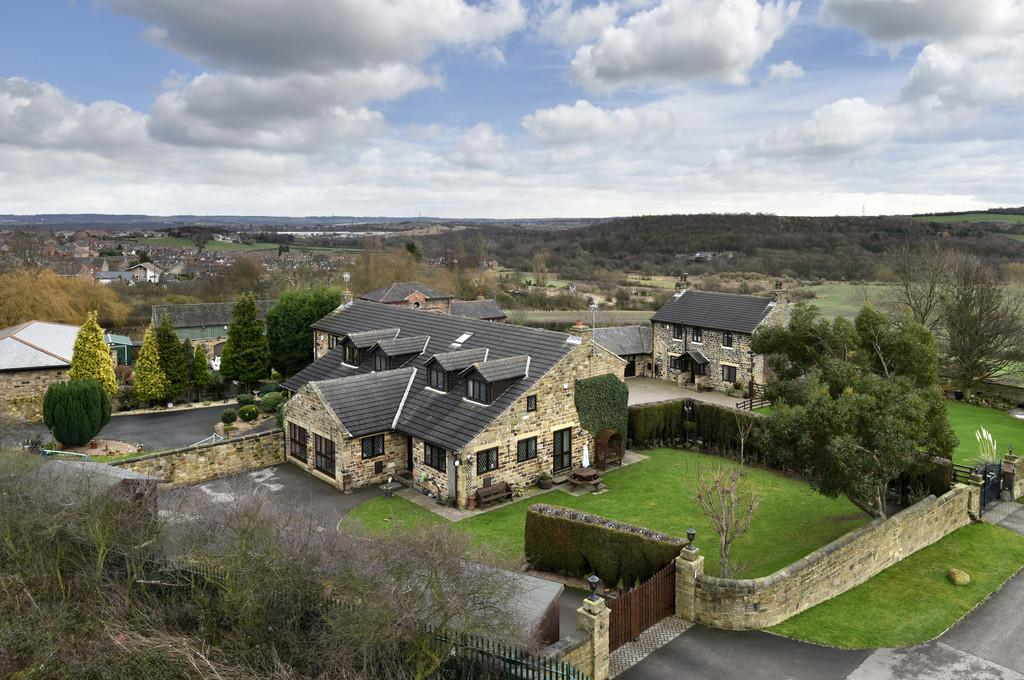 5 Bedrooms Barn Conversion Character Property for sale in Hemingfield, Barnsley