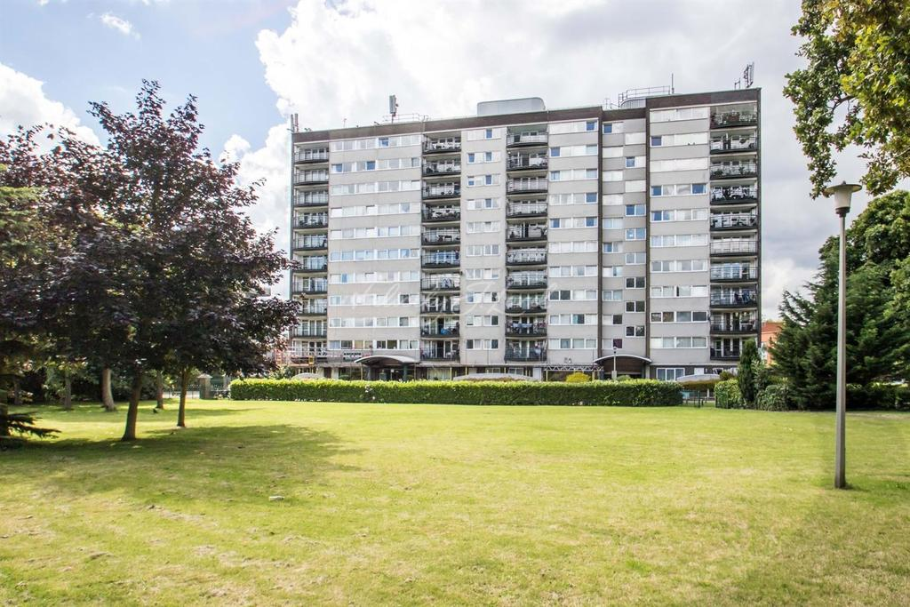 2 Bedrooms Flat for sale in Greenwich Heights, SE18