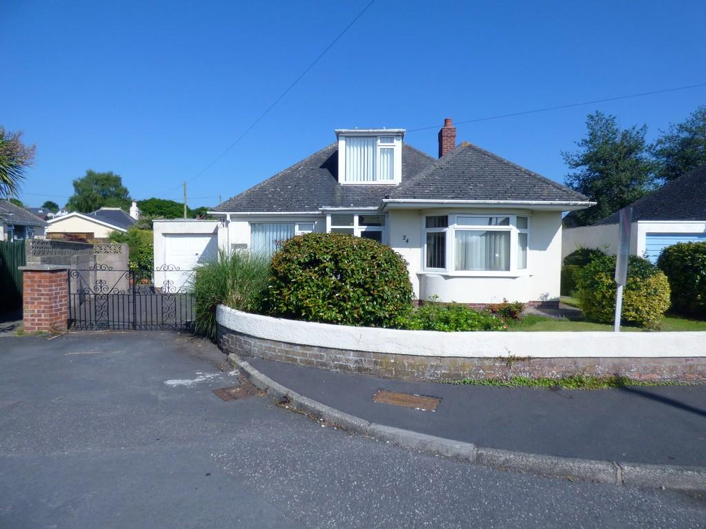 3 Bedrooms Detached Bungalow for sale in Princess Road, Kingsteignton, TQ12 3JP
