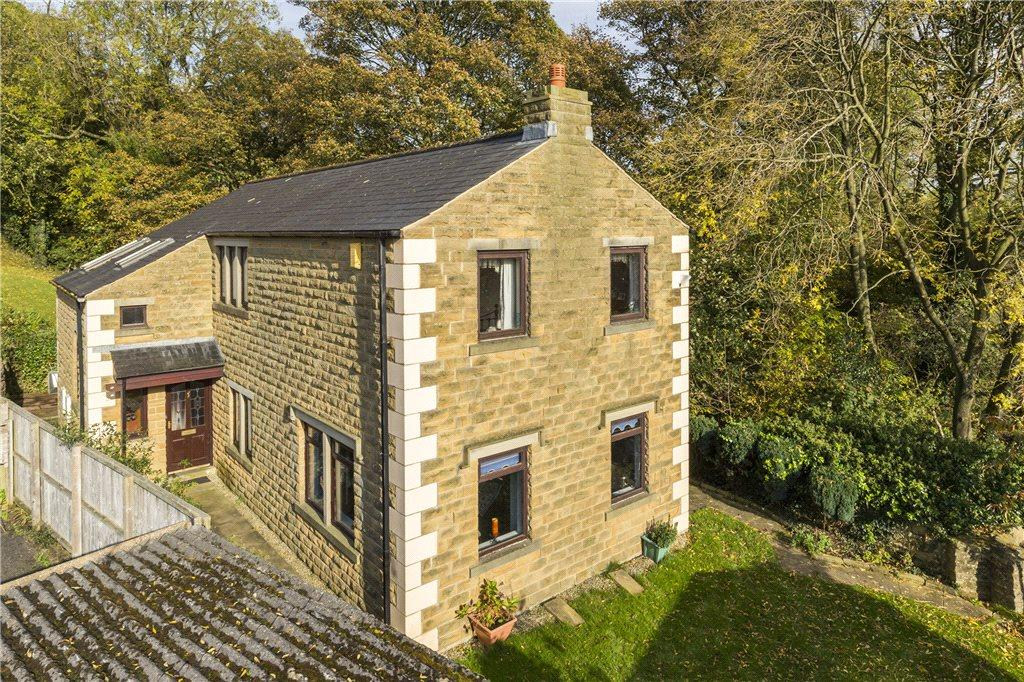 4 Bedrooms Detached House for sale in Bucklar Hill, Farnhill, Keighley, West Yorkshire
