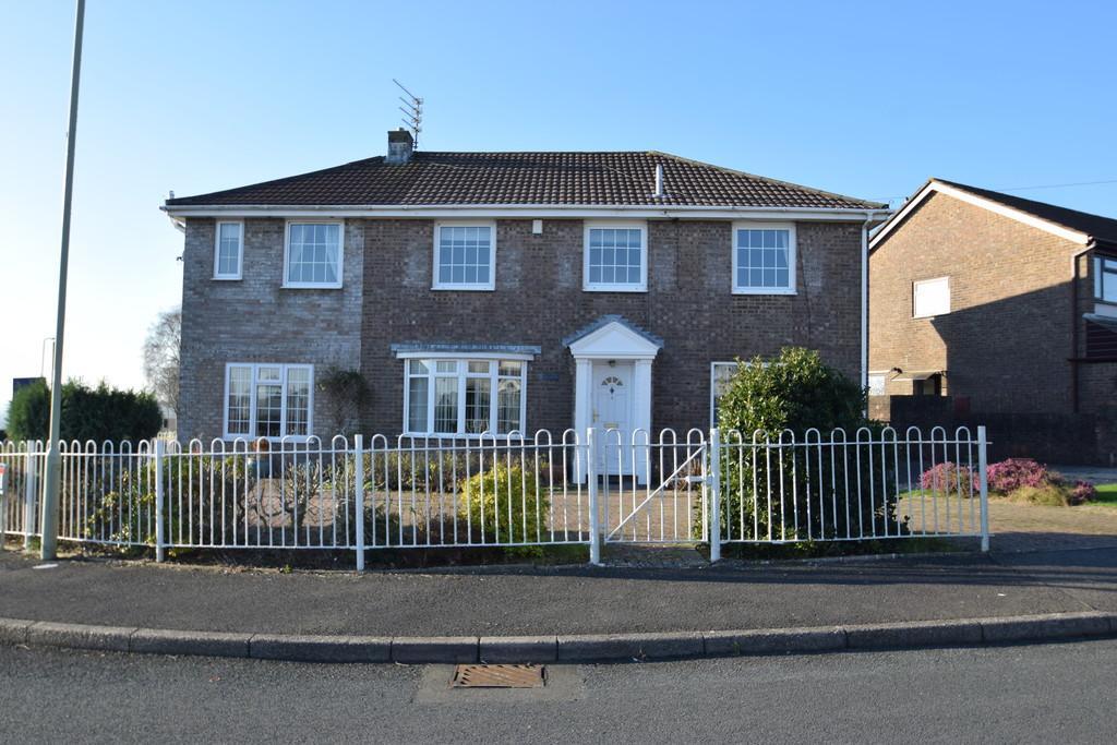 4 Bedrooms Detached House for sale in Corner-Ways,1 Gwalia Close, Litchard, Bridgend, Bridgend County Borough, CF31 1YH.