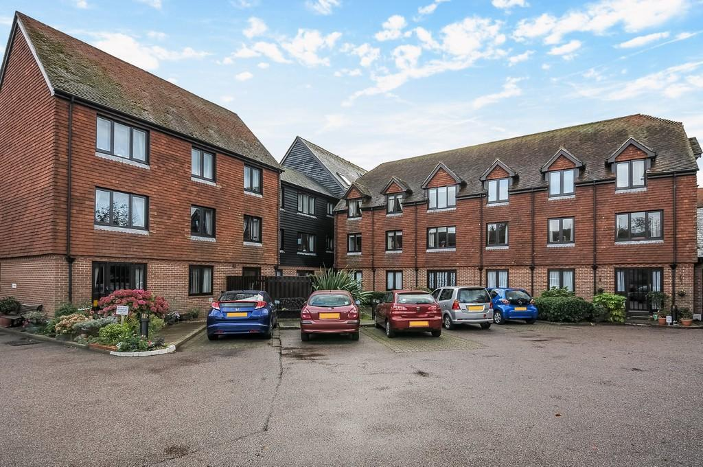 2 Bedrooms Apartment Flat for sale in Strand Court, Rye, East Sussex TN31 7AY