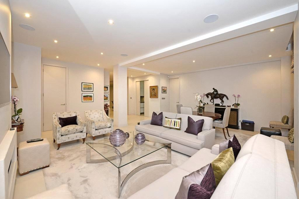 3 Bedrooms Flat for sale in Bryanston Court, George Street, London, W1H