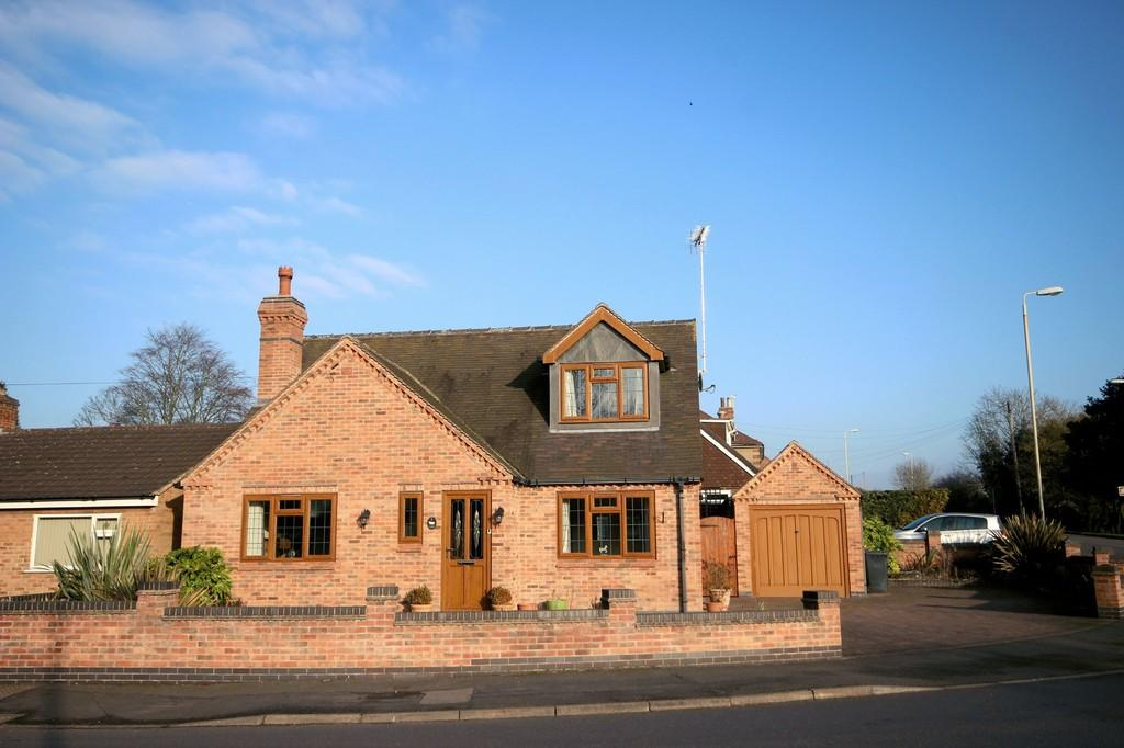 3 Bedrooms Bungalow for sale in Bath Lane, Moira