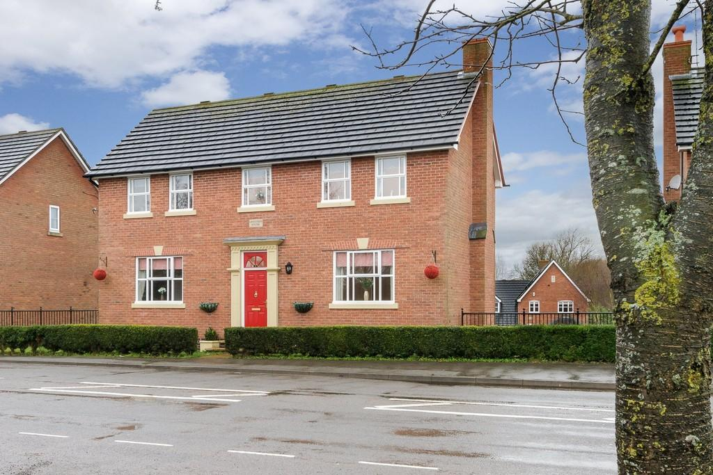 5 Bedrooms Detached House for sale in Pool View, Winterley