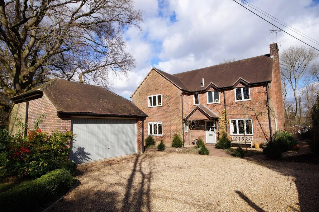 5 Bedrooms Detached House for sale in Petersfield, Hampshire