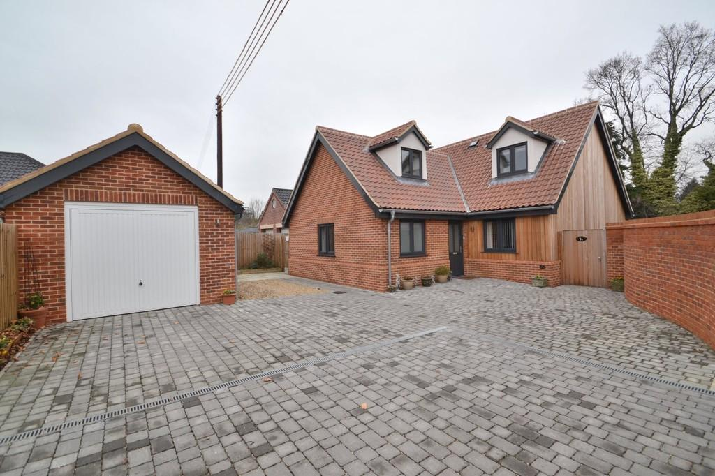 4 Bedrooms Chalet House for sale in Holly Close, Taverham