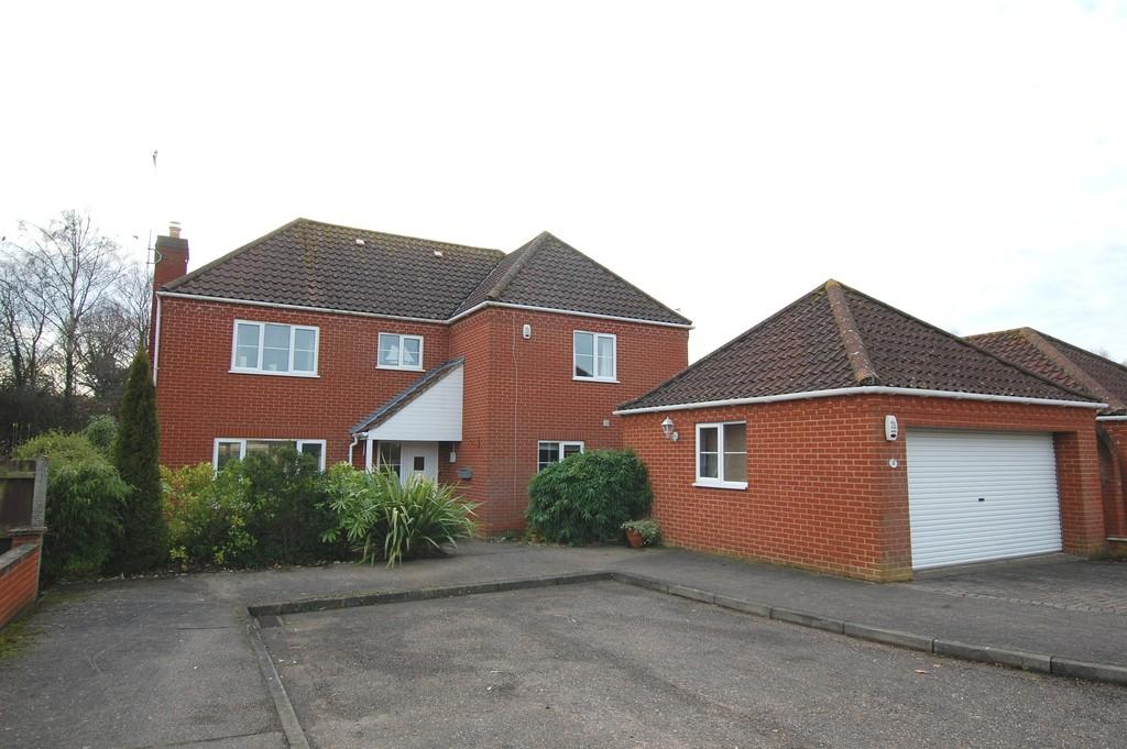 4 Bedrooms Detached House for sale in Charles Ewing Close, Aylsham
