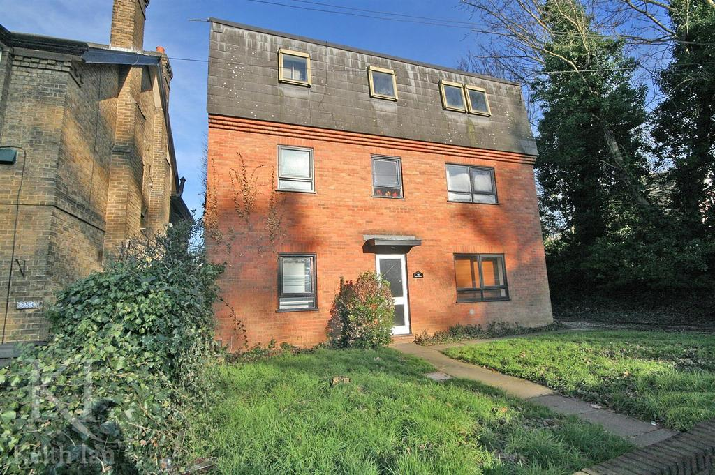 1 Bedroom Apartment Flat for sale in The Heathers, London Road, Hertford - Ground floor with Garden