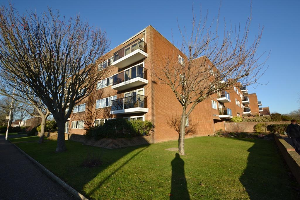 2 Bedrooms Flat for sale in Grand Avenue, Worthing, West Sussex, BN11 5NL