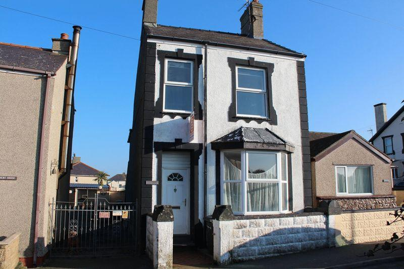 2 Bedrooms Detached House for sale in Maeshyfryd Road, Holyhead