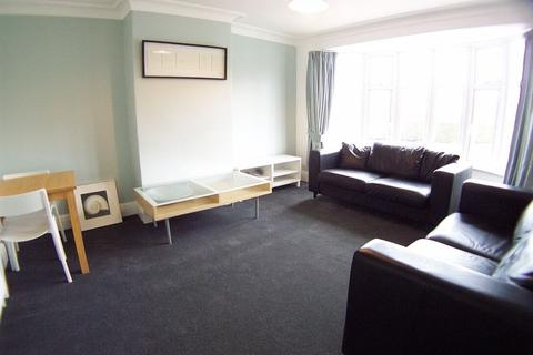 2 bedroom flat to rent - Ring Road, West Park, Leeds