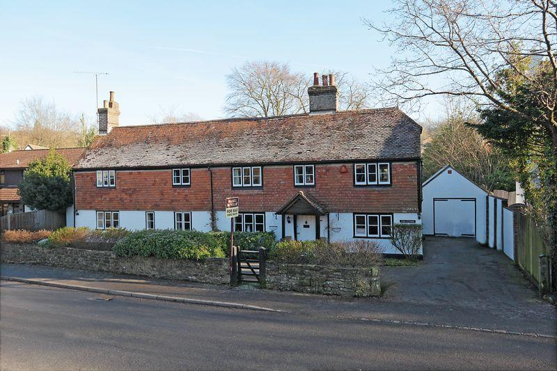 5 Bedrooms Detached House for sale in Green Lane, Crowborough, East Sussex
