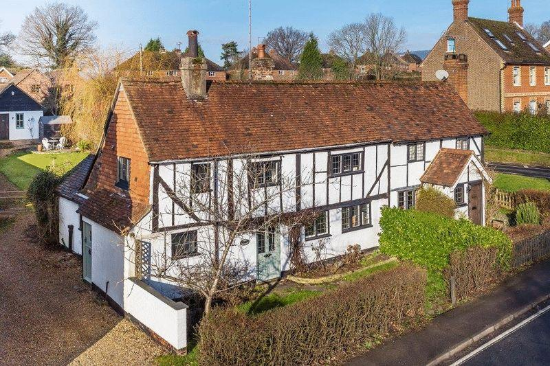 3 Bedrooms Semi Detached House for sale in OCKLEY