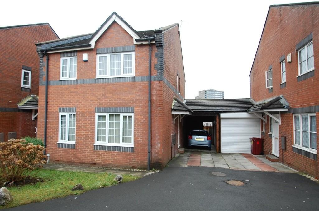 4 Bedrooms Detached House for sale in Brookhouse Gardens, Whalley Range, Blackburn