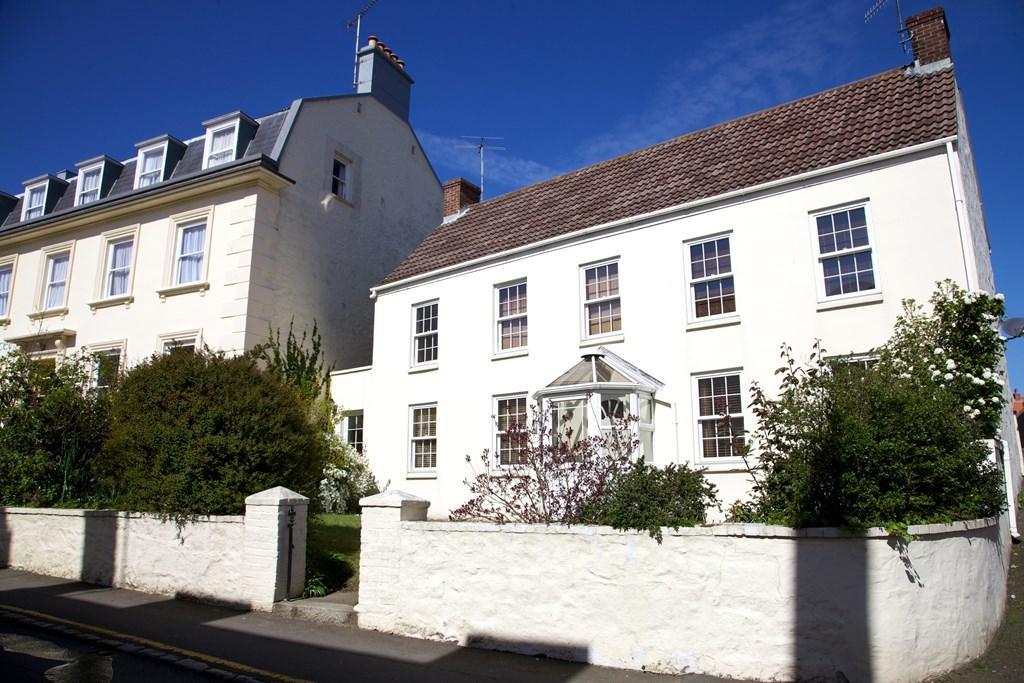 3 Bedrooms Detached House for sale in 55 Hauteville, St. Peter Port, Guernsey