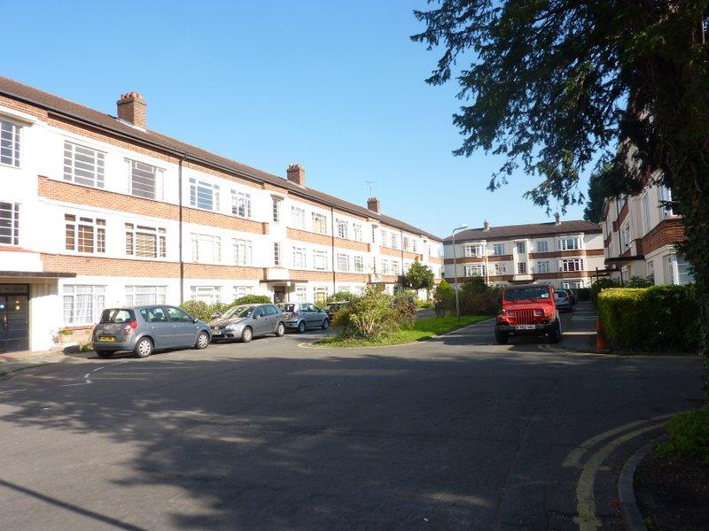 2 Bedrooms Flat for sale in Manor Vale, Boston Manor Road, Brentford