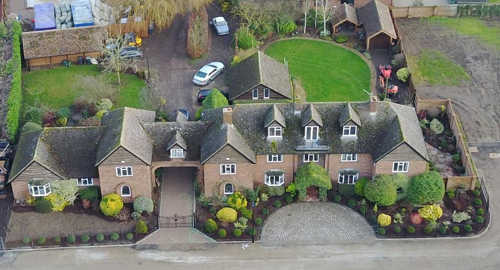 8 Bedrooms Link Detached House for sale in New Road, Clifton, Shefford, SG17