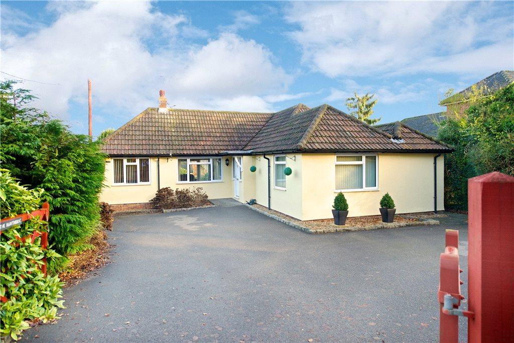 4 Bedrooms Detached Bungalow for sale in Wycombe Road, Studley Green, High Wycombe, Buckinghamshire