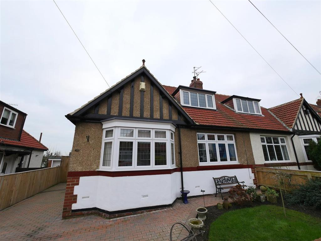 3 Bedrooms Semi Detached Bungalow for sale in Newlands Avenue, Off Crosslea Avenue, Sunderland