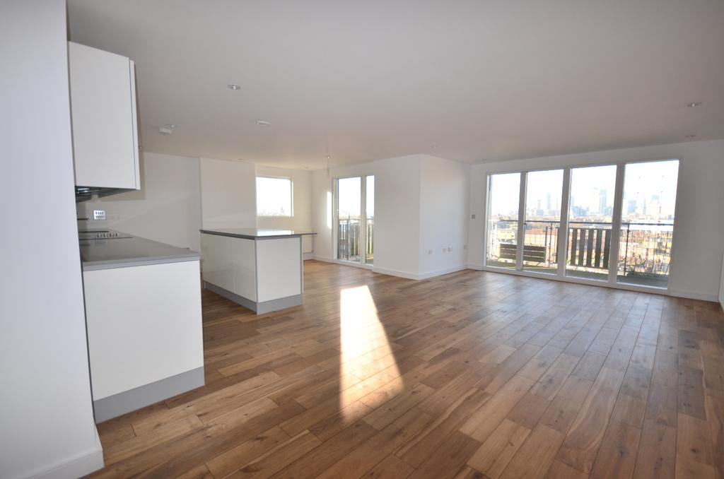 3 Bedrooms Flat for sale in Seren Park Gardens London SE3