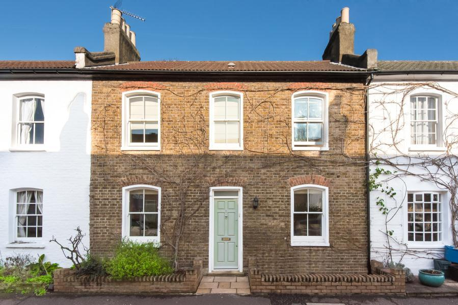 2 Bedrooms House for sale in Grove Road, Twickenham, TW2