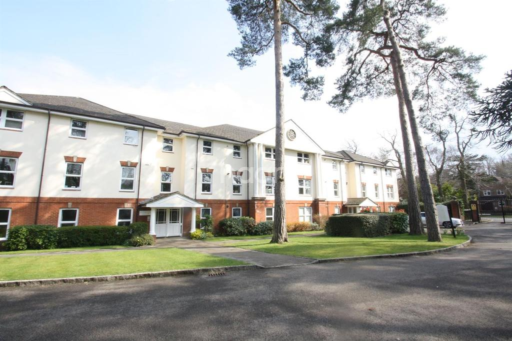 2 Bedrooms Flat for sale in The Byfrons