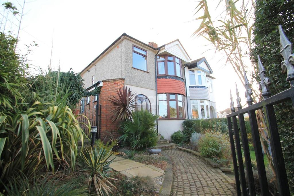 3 Bedrooms Semi Detached House for sale in Minster on Sea