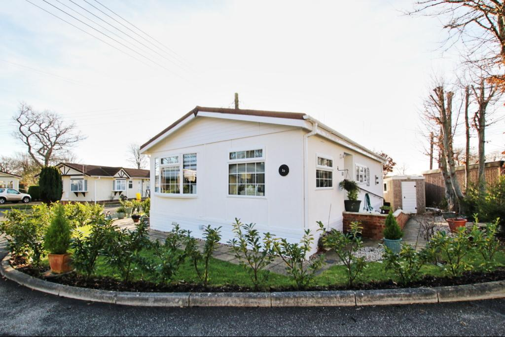 2 Bedrooms Park Home Mobile Home for sale in Downsview Road, Golden Cross BN27