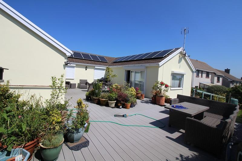 4 Bedrooms Detached Bungalow for sale in Westaway Drive, Hakin, Milford Haven, Pembrokeshire. SA73 3EQ