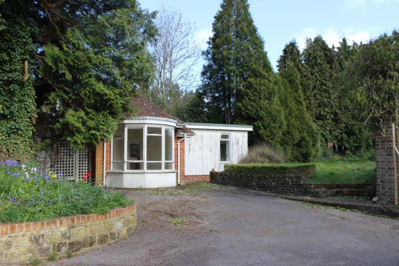 1 Bedroom Detached House for sale in Petersfield Road, Midhurst, West Sussex, GU29