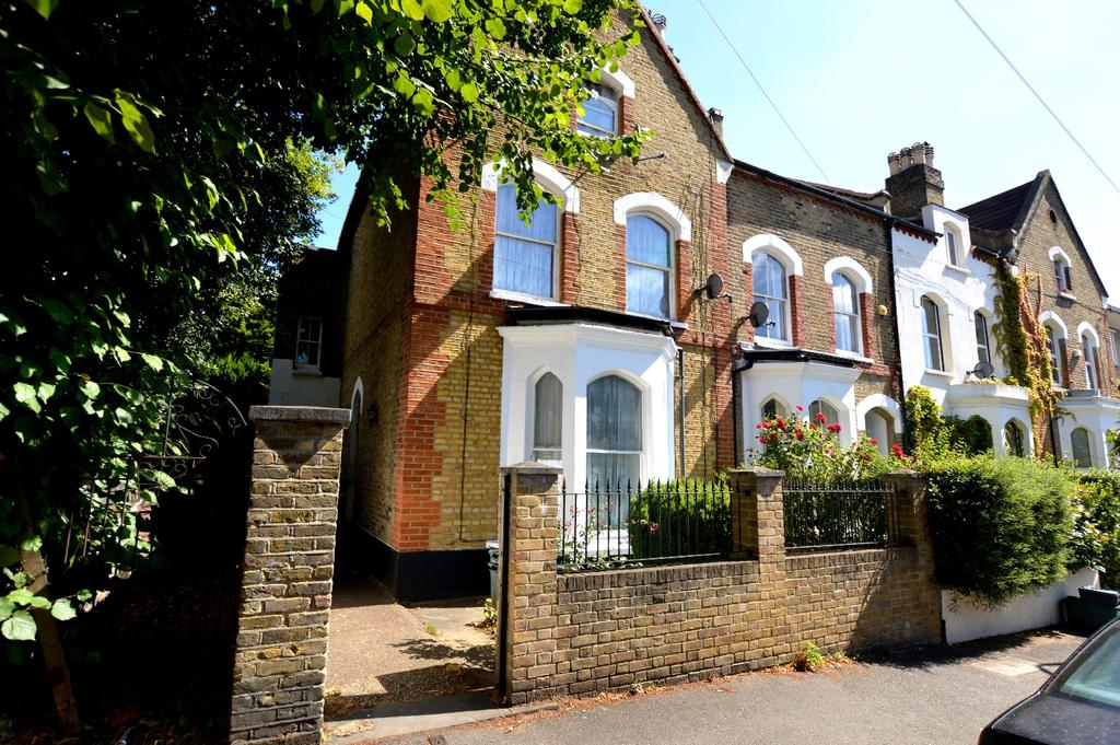 4 Bedrooms Semi Detached House for sale in Castledine Road London SE20