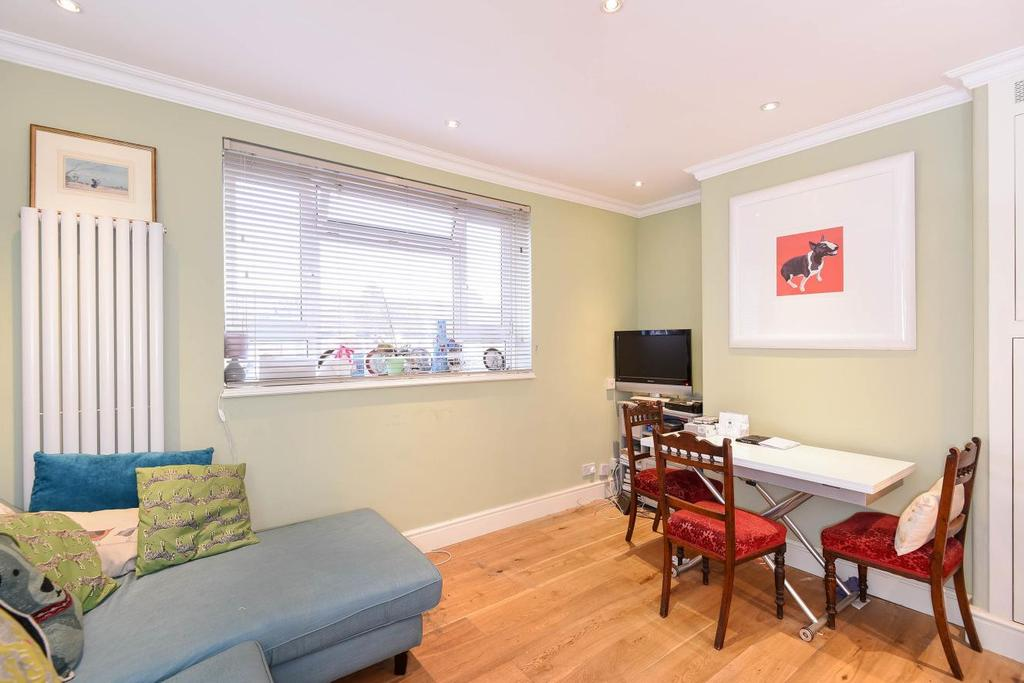 2 Bedrooms Flat for sale in Racton Road, Fulham, SW6