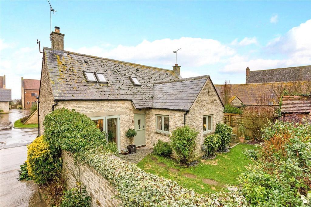 3 Bedrooms Semi Detached House for sale in The Street, Castle Eaton, Swindon