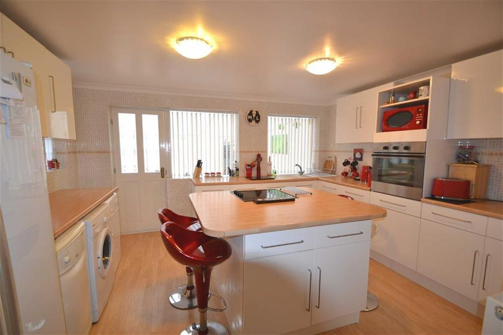 2 Bedrooms Semi Detached House for sale in Reldene Drive, Hull