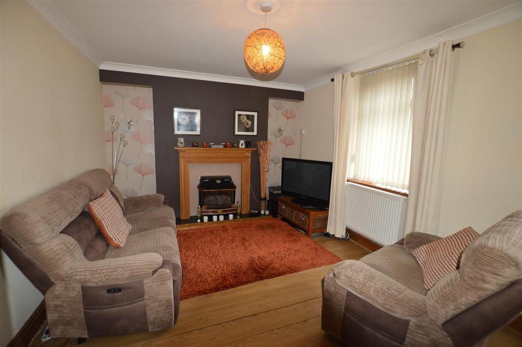 3 Bedrooms Semi Detached House for sale in Pontyates, Llanelli