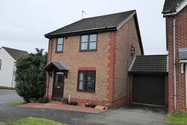 3 Bedrooms Semi Detached House for sale in Hedgely Court, Buckingham Fields, Northampton, NN4