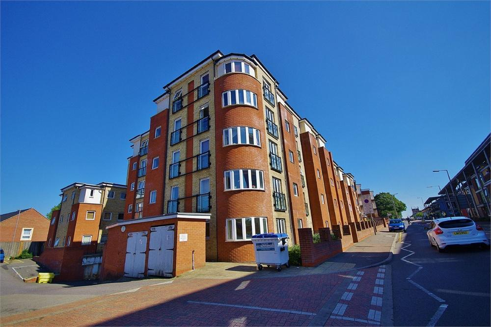 2 Bedrooms Apartment Flat for sale in Lucida Court 534-536, Whippendell Road, Watford, Hertfordshire, WD18