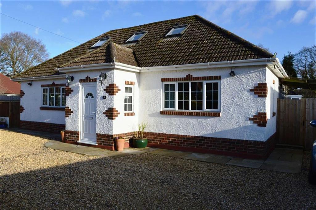 4 Bedrooms Chalet House for sale in Hayes Close, Wimborne, Dorset